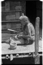 Apatani woman potter
